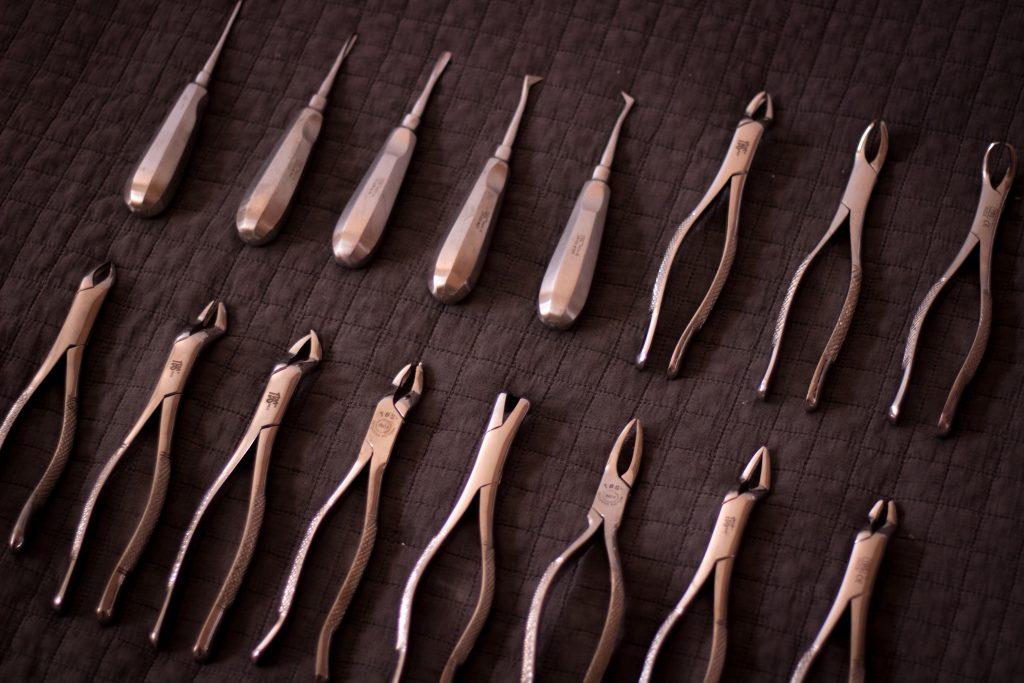 Outils à main rangés dans l'ordre