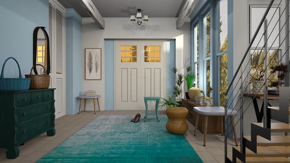 Entrée d'une maison bleue et blanche avec meubles en bois