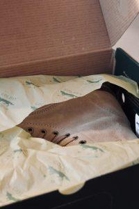 chaussures dans une boite à chaussures